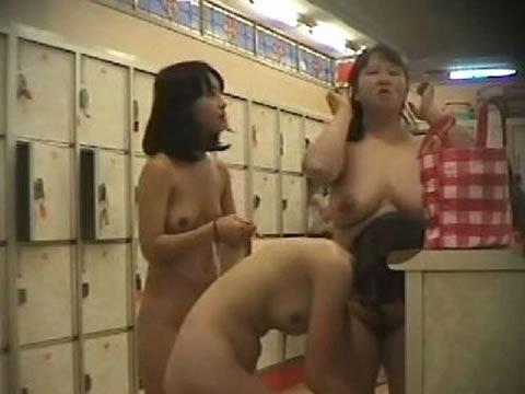 【おっぱい】すみません素人女子のおっぱい見た過ぎて脱衣所を隠し撮りしちゃいました....脱衣所盗撮のおっぱい画像集【80枚】 48