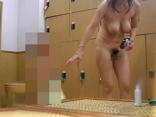 【おっぱい】すみません素人女子のおっぱい見た過ぎて脱衣所を隠し撮りしちゃいました....脱衣所盗撮のおっぱい画像集【80枚】 52