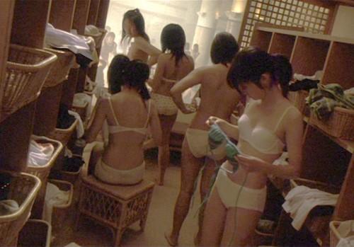 【おっぱい】すみません素人女子のおっぱい見た過ぎて脱衣所を隠し撮りしちゃいました....脱衣所盗撮のおっぱい画像集【80枚】 55