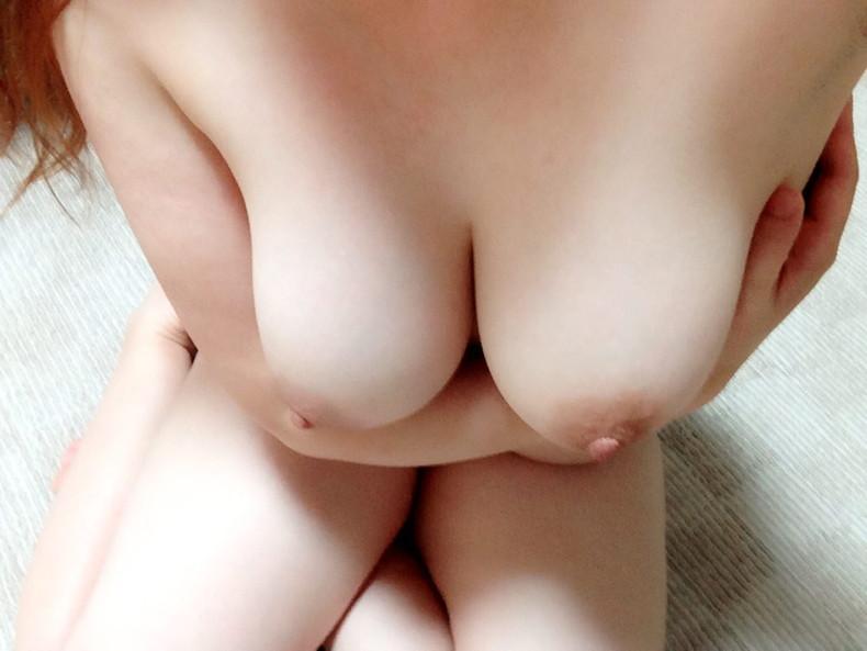 【おっぱい】美白ボディに吸ったらイチゴミルク味するんじゃないかっていうぐらいピンク乳首の色白美乳のおっぱい画像集【80枚】 15