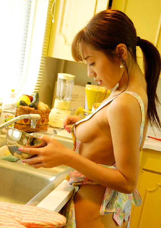 【おっぱい】それでも僕等は裸エプロンからハミ出る横乳おっぱいが大好なのでキッチンで立ちバック挿入したくなる【80枚】 76