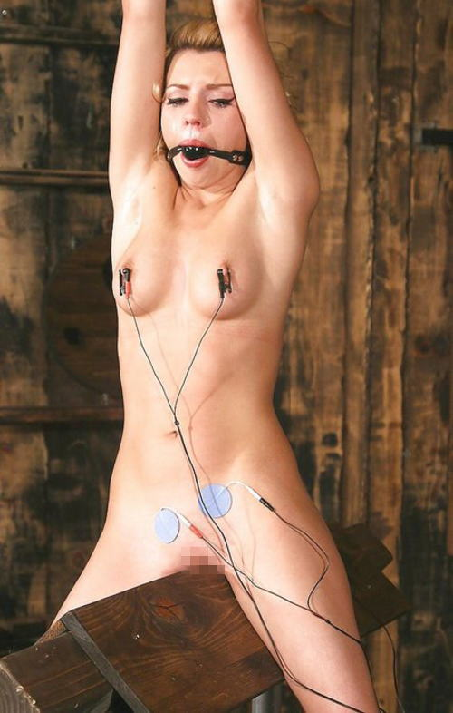 【おっぱい】三角木馬という超絶痛い拷問器具でチクビ勃起させて悶絶しちゃってるM女の三角木馬おっぱい画像集【80枚】 11
