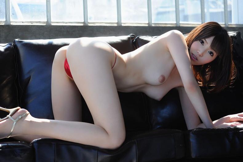【おっぱい】ハイスペックな美女が美乳と美尻を同時に披露してくれてる美尻娘のおっぱい画像集【80枚】 35