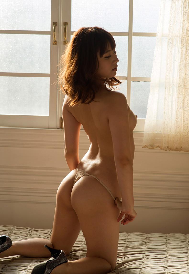 【おっぱい】ハイスペックな美女が美乳と美尻を同時に披露してくれてる美尻娘のおっぱい画像集【80枚】 38