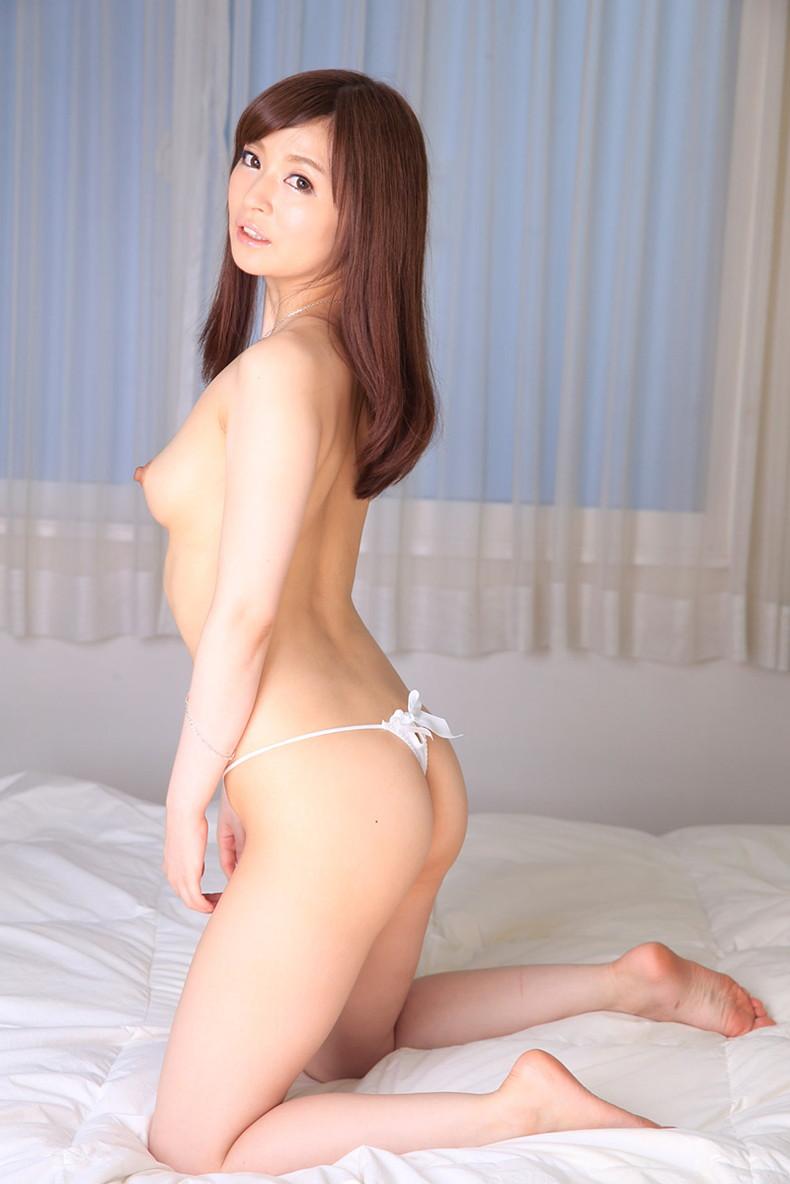 【おっぱい】ハイスペックな美女が美乳と美尻を同時に披露してくれてる美尻娘のおっぱい画像集【80枚】 60