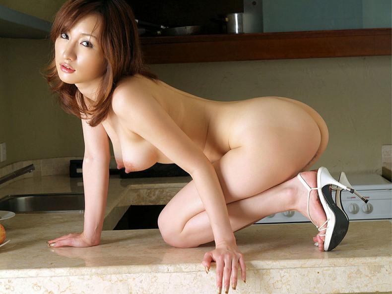 【おっぱい】ハイスペックな美女が美乳と美尻を同時に披露してくれてる美尻娘のおっぱい画像集【80枚】 66