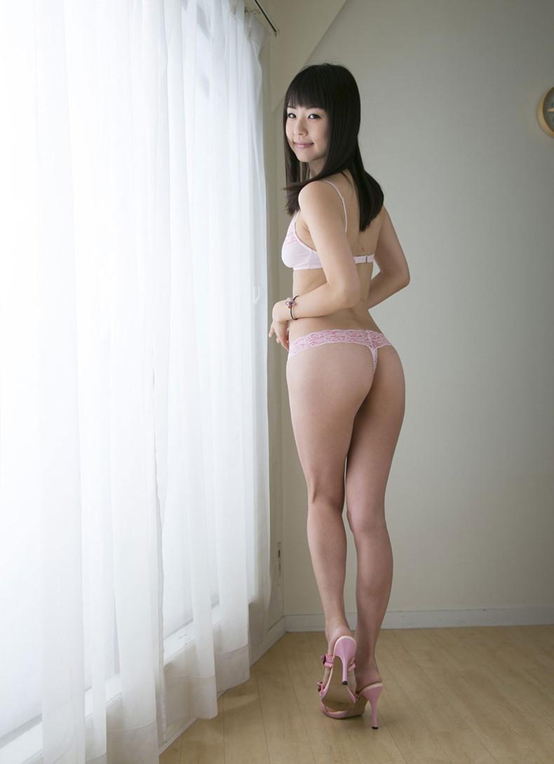 【おっぱい】ハイスペックな美女が美乳と美尻を同時に披露してくれてる美尻娘のおっぱい画像集【80枚】 76