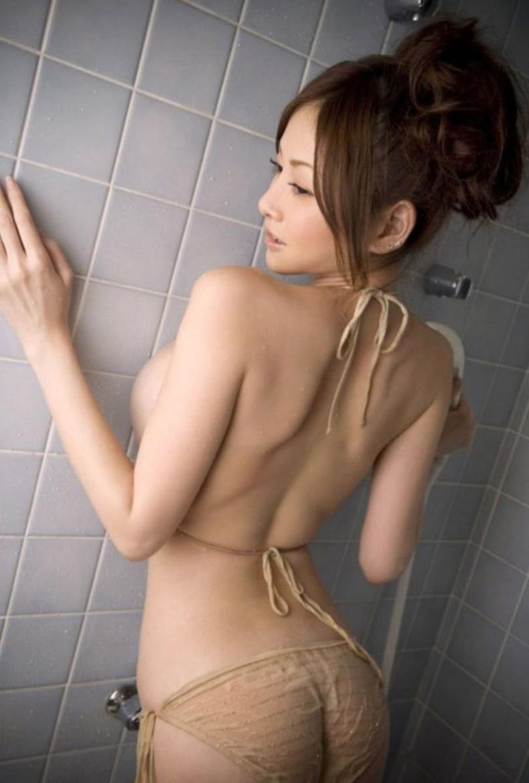 【おっぱい】振り返った瞬間の横乳がフェロモンムンムンでエロ過ぎる見返り美人のおっぱい画像集【80枚】 68