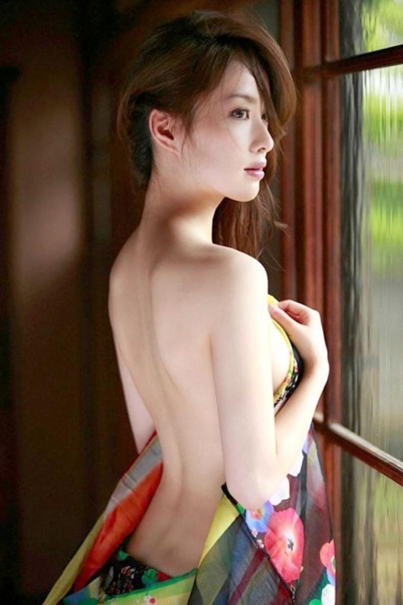 【おっぱい】振り返った瞬間の横乳がフェロモンムンムンでエロ過ぎる見返り美人のおっぱい画像集【80枚】 79