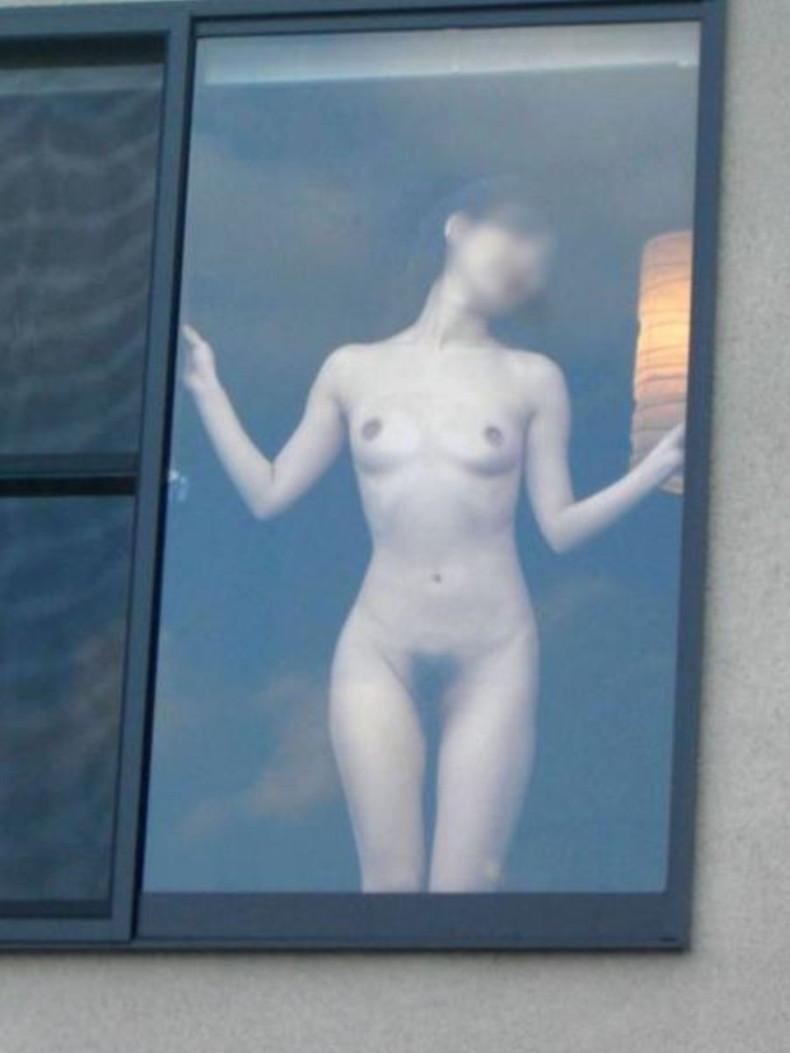【おっぱい】カーテンで美乳を透けさせる美少女や窓ガラスから覗いて盗撮する素人娘のおっぱいが尋常じゃなくエロい件【80枚】 23