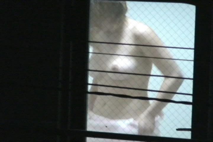 【おっぱい】カーテンで美乳を透けさせる美少女や窓ガラスから覗いて盗撮する素人娘のおっぱいが尋常じゃなくエロい件【80枚】 33