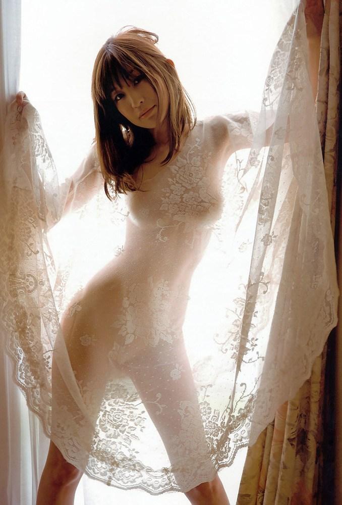 【おっぱい】カーテンで美乳を透けさせる美少女や窓ガラスから覗いて盗撮する素人娘のおっぱいが尋常じゃなくエロい件【80枚】 47