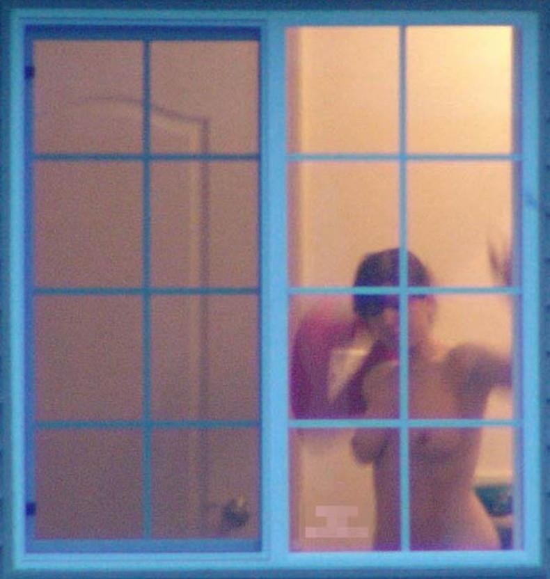 【おっぱい】カーテンで美乳を透けさせる美少女や窓ガラスから覗いて盗撮する素人娘のおっぱいが尋常じゃなくエロい件【80枚】 67