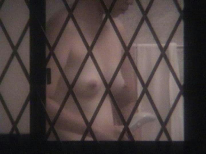 【おっぱい】カーテンで美乳を透けさせる美少女や窓ガラスから覗いて盗撮する素人娘のおっぱいが尋常じゃなくエロい件【80枚】 77