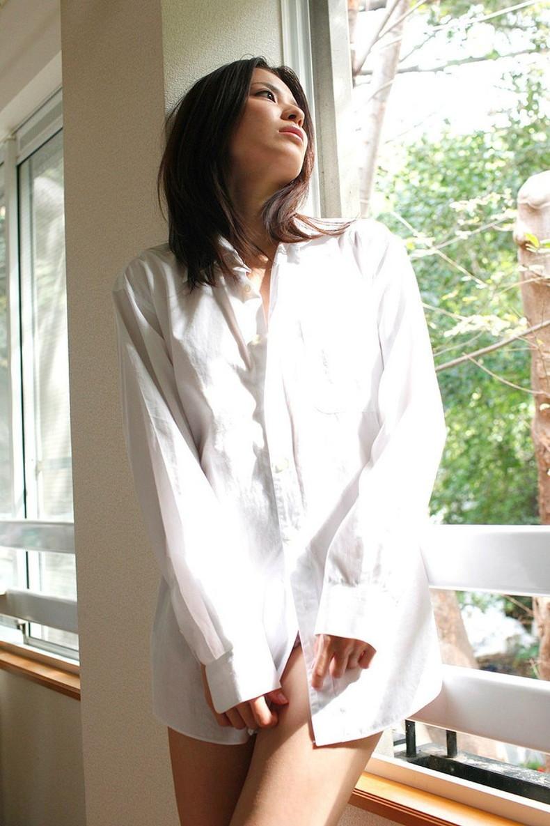 【おっぱい】素敵な美乳お姉さんたちが白Yシャツ羽織って乳首を透けさせたり谷間を強調させてるYシャツおっぱい画像集【80枚】 36