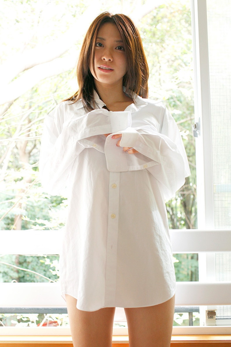 【おっぱい】素敵な美乳お姉さんたちが白Yシャツ羽織って乳首を透けさせたり谷間を強調させてるYシャツおっぱい画像集【80枚】 75