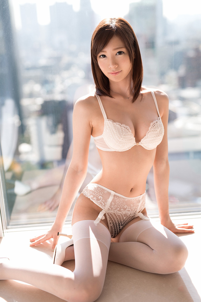 【おっぱい】清楚なお姉さんのエロいおっぱいはいかが?純白下着のおっぱい画像集【80枚】 65