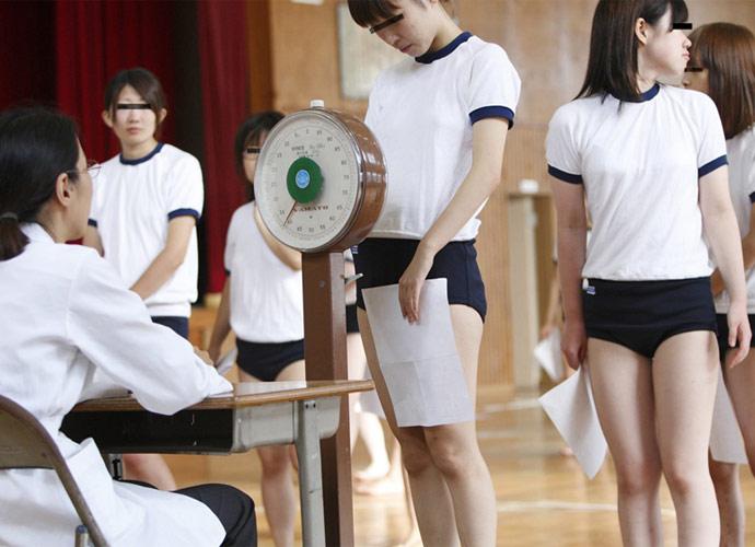 【おっぱい】学校の身体測定でJCやJKの成長段階のおっぱいを弄っちゃってる鬼畜医師の健康診断おっぱい画像集【80枚】 65