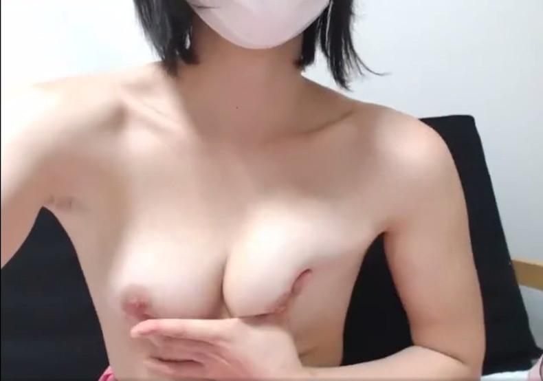 【おっぱい】美乳自慢の隠れビッチ女子たちがライブチャットで乳首弄りながらオナニーしちゃってるライブチャットおっぱい画像集【80枚】 25