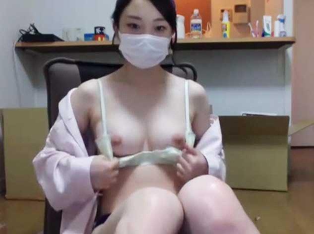 【おっぱい】美乳自慢の隠れビッチ女子たちがライブチャットで乳首弄りながらオナニーしちゃってるライブチャットおっぱい画像集【80枚】 67