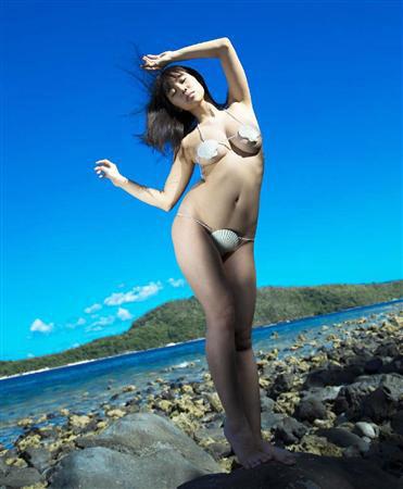 【おっぱい】ビーチの巨乳ギャルは皆この水着になったらイイなと思う貝殻ビキニおっぱい画像集【80枚】 01
