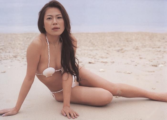 【おっぱい】ビーチの巨乳ギャルは皆この水着になったらイイなと思う貝殻ビキニおっぱい画像集【80枚】 12