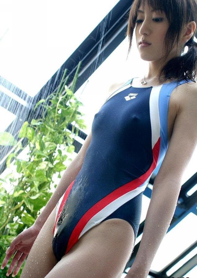 【おっぱい】わがままボディの巨乳をぴっちぴちに包んでハミ乳ハミ肉させてる競泳水着のおっぱい画像集【80枚】 44