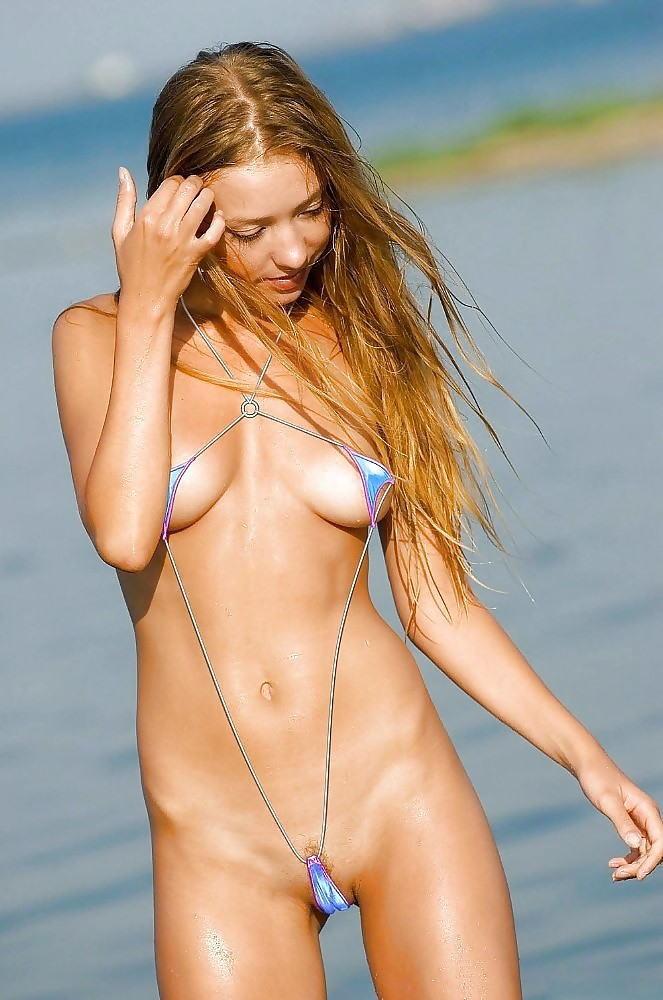 【おっぱい】ビーチで面積狭すぎるビキニを着て露出狂状態になっちゃってる極小ビキニのおっぱい画像集【80枚】 01