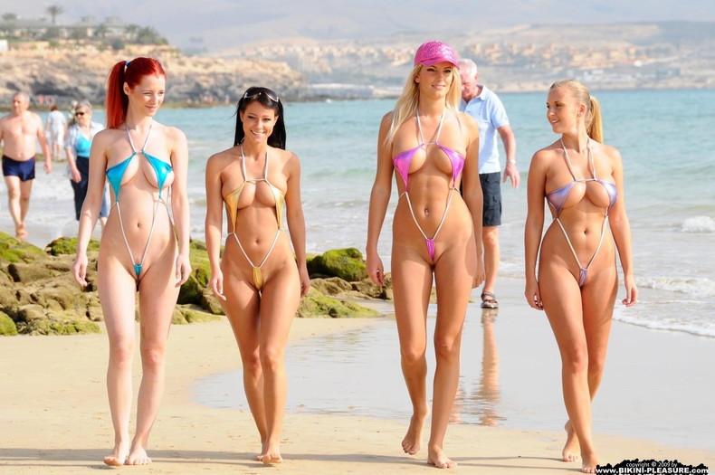 【おっぱい】ビーチで面積狭すぎるビキニを着て露出狂状態になっちゃってる極小ビキニのおっぱい画像集【80枚】 40