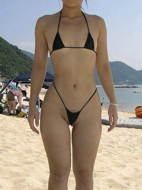 【おっぱい】ビーチで面積狭すぎるビキニを着て露出狂状態になっちゃってる極小ビキニのおっぱい画像集【80枚】 61