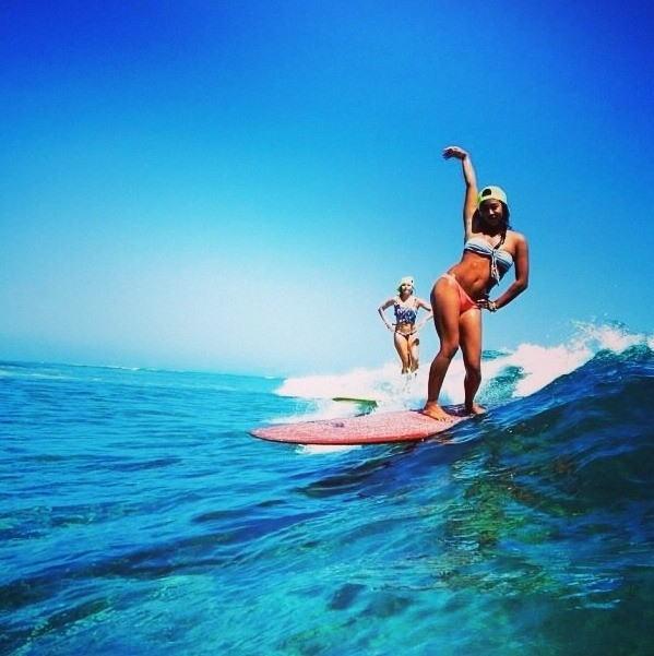 【おっぱい】露出狂状態で波乗りを愉しんじゃってる女子サーファーのおっぱい画像集【80枚】 04