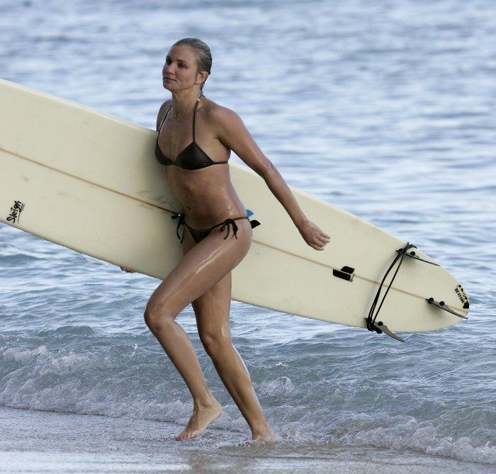 【おっぱい】露出狂状態で波乗りを愉しんじゃってる女子サーファーのおっぱい画像集【80枚】 05
