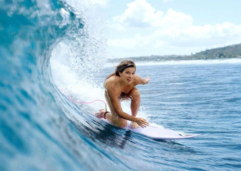 【おっぱい】露出狂状態で波乗りを愉しんじゃってる女子サーファーのおっぱい画像集【80枚】 13