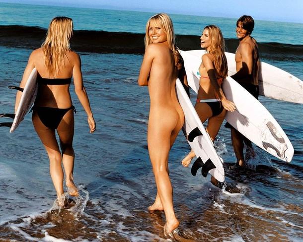 【おっぱい】露出狂状態で波乗りを愉しんじゃってる女子サーファーのおっぱい画像集【80枚】 18