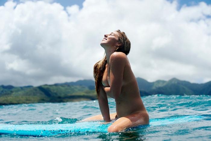 【おっぱい】露出狂状態で波乗りを愉しんじゃってる女子サーファーのおっぱい画像集【80枚】 20