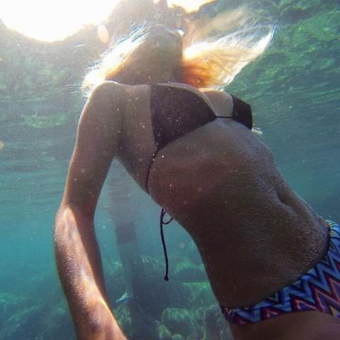 【おっぱい】露出狂状態で波乗りを愉しんじゃってる女子サーファーのおっぱい画像集【80枚】 26