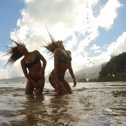 【おっぱい】露出狂状態で波乗りを愉しんじゃってる女子サーファーのおっぱい画像集【80枚】 37