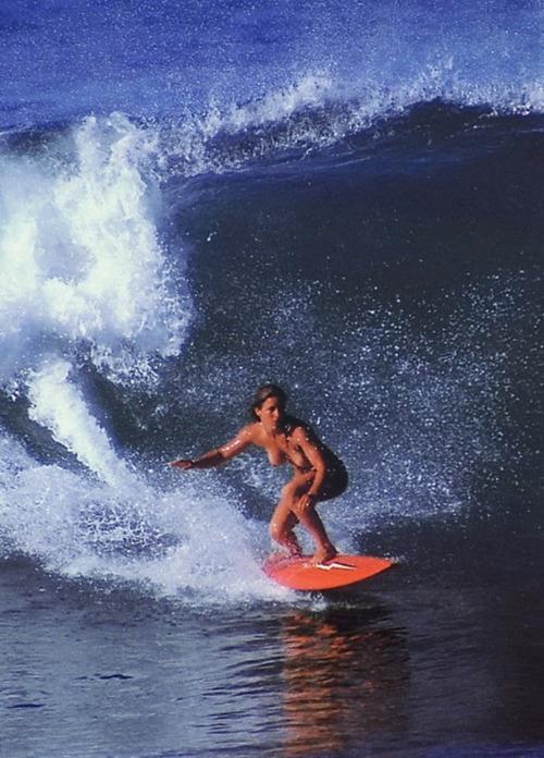 【おっぱい】露出狂状態で波乗りを愉しんじゃってる女子サーファーのおっぱい画像集【80枚】 41