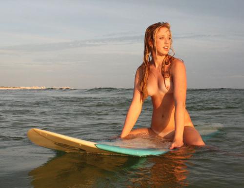 【おっぱい】露出狂状態で波乗りを愉しんじゃってる女子サーファーのおっぱい画像集【80枚】 43