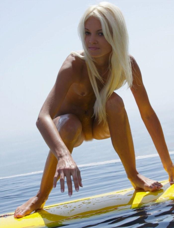 【おっぱい】露出狂状態で波乗りを愉しんじゃってる女子サーファーのおっぱい画像集【80枚】 63