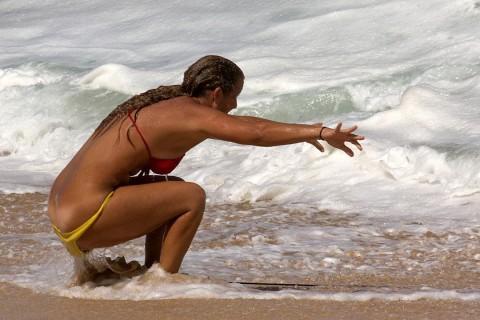 【おっぱい】露出狂状態で波乗りを愉しんじゃってる女子サーファーのおっぱい画像集【80枚】 79