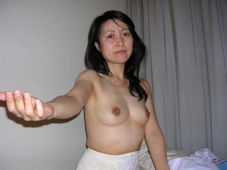 【おっぱい】この熟女巨乳が人のものだと思うと興奮が止まらなくなる人妻おっぱい画像集【90枚】 66