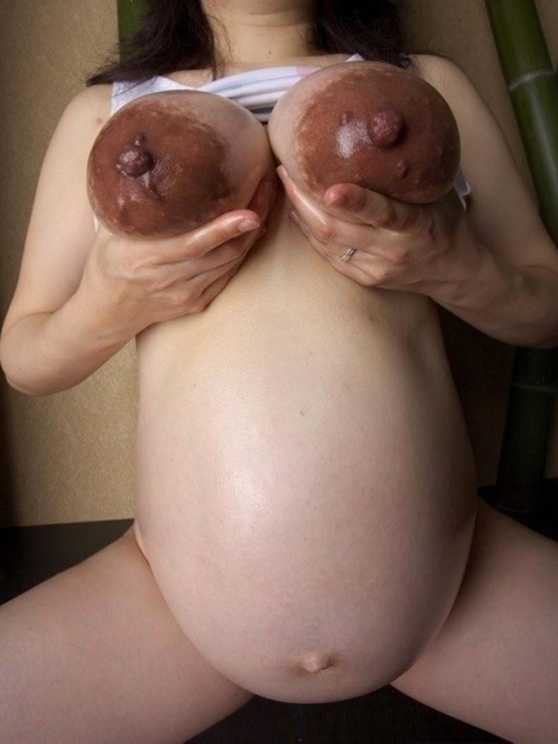 【おっぱい】肥大化した乳首や巨乳なのに乳首小さい女の子たちの様々な大きさの乳首を集めたおっぱい画像集【80枚】 63