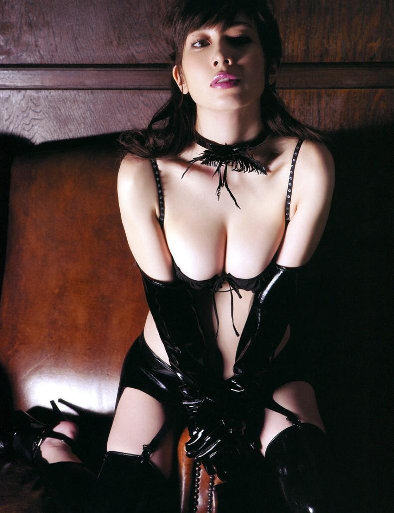 【おっぱい】お願いだからお仕置き調教して下さいと懇願してしまう女王様のおっぱい画像集【80枚】 55