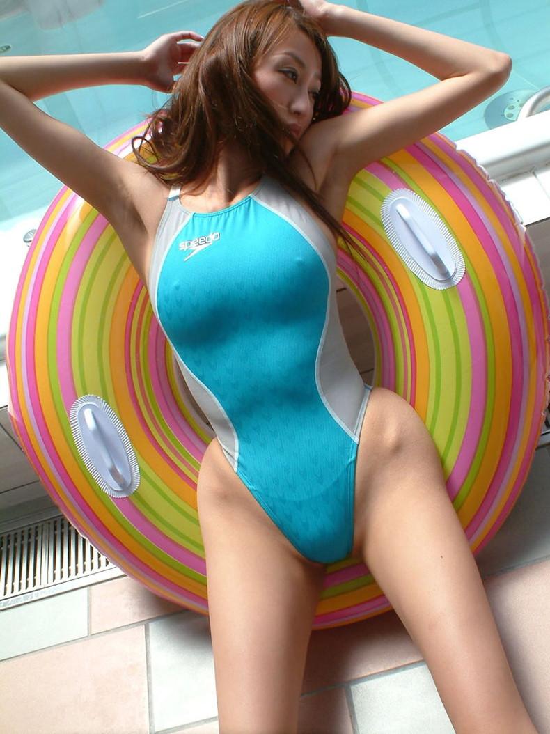 【おっぱい】ボディコンや競泳水着やキャンギャル衣装がパッツパツに喰い込んで乳首がわかっちゃうピタコスおっぱい画像集【80枚】 23
