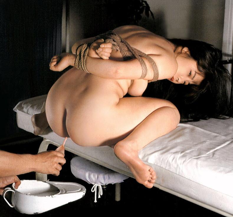【おっぱい】アナルも美乳も露出して浣腸をぶっ刺されアヘ顔晒して逆噴射しながら乳首をおっ勃ててイカされてる浣腸おっぱい画像集【80枚】 35