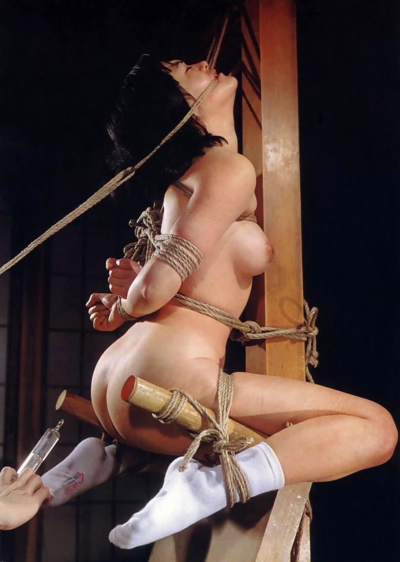 【おっぱい】アナルも美乳も露出して浣腸をぶっ刺されアヘ顔晒して逆噴射しながら乳首をおっ勃ててイカされてる浣腸おっぱい画像集【80枚】 52
