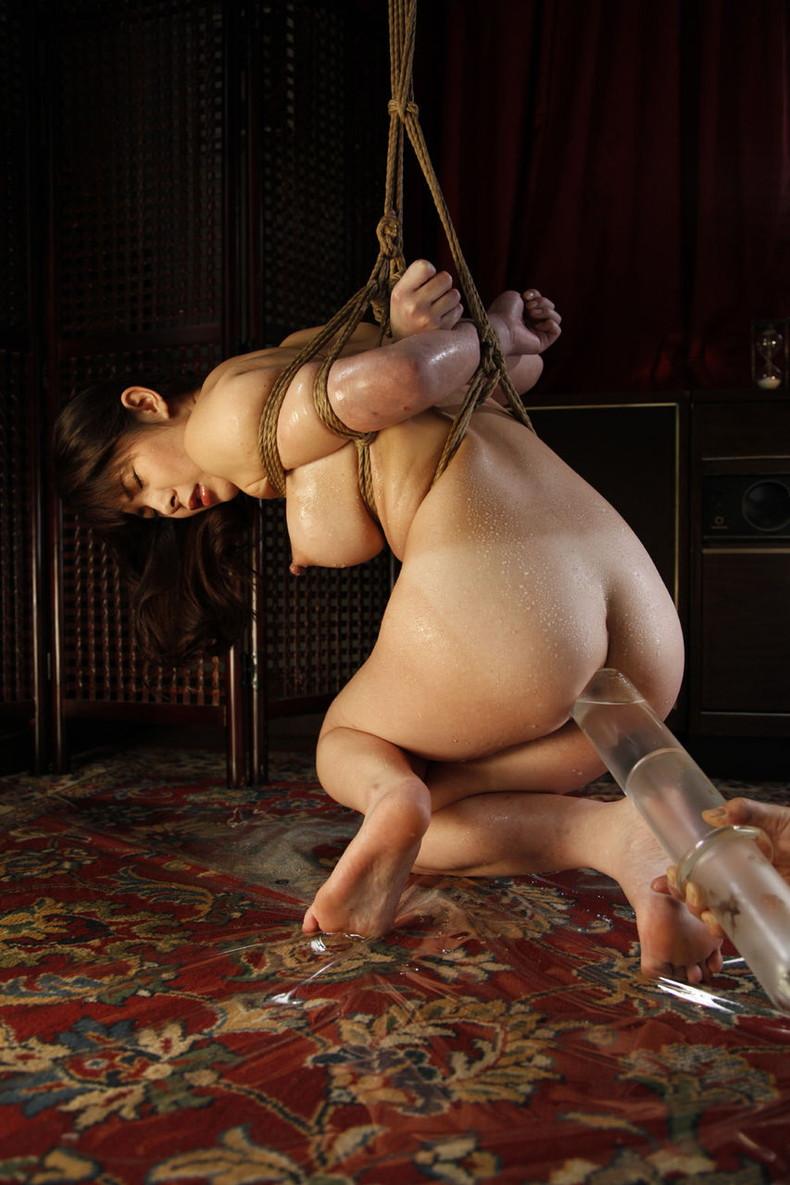 【おっぱい】アナルも美乳も露出して浣腸をぶっ刺されアヘ顔晒して逆噴射しながら乳首をおっ勃ててイカされてる浣腸おっぱい画像集【80枚】 61