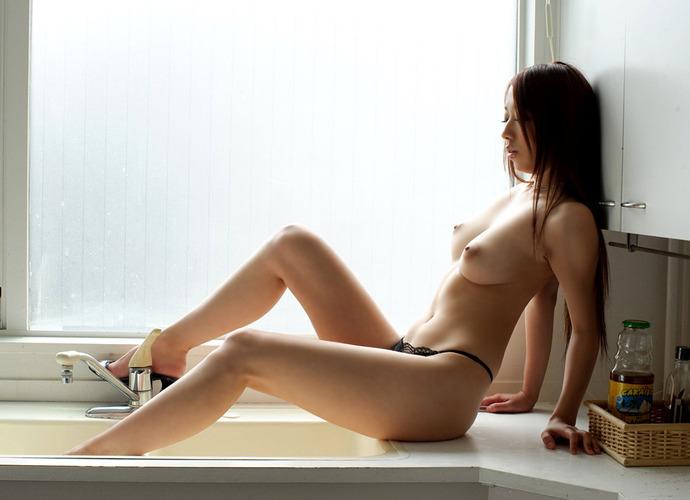 【おっぱい】大人の魅力がたっぷりで経験豊富な巨乳を露出しちゃってる美魔女なお姉様たちのフェロモンおっぱい画像集【80枚】 26