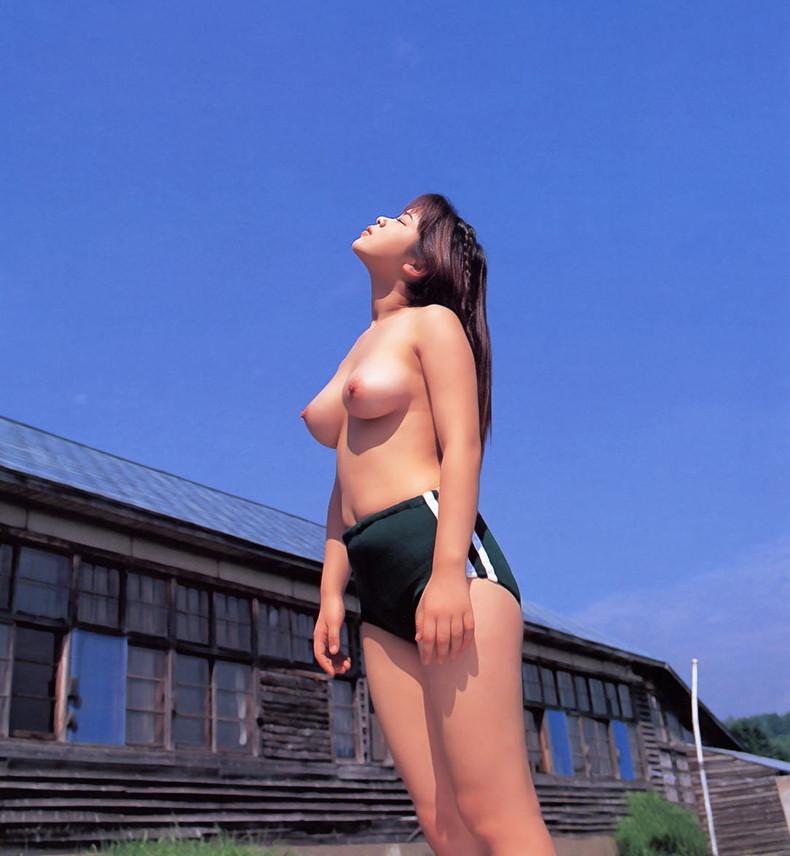 【おっぱい】ぐぅカワJK達たコスプレ殿堂入りのブルマの体操服めくってロリな乳首を見せてくれてる体操服のおっぱい画像集【80枚】 28